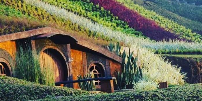 rumah hobbit malang